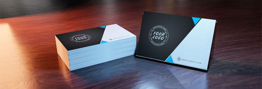 Découvrez en quoi consistent les avantages d'opter pour une carte de visite de format carré et impressionnez vos contacts avec un design unique